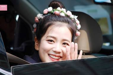 Blackpink-Jisoo-top-knot-bun-hairstyle-7