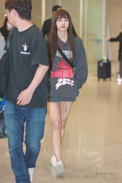 Blackpink-Lisa-Airport-Fashion-nonagon