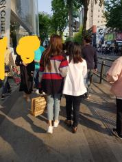 Blackpink Lisa Hongdae 29 April 2018 with mom