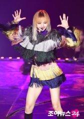 Blackpink Lisa rainbow outfit 2