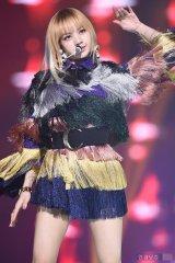 Blackpink Lisa rainbow outfit 3