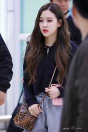 Blackpink Rose Airport Fashion 1 April 2018