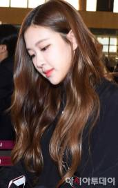 Blackpink-Rose-Airport-Fashion-20-April-2018-photo-27