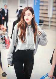 Blackpink-Rose-Airport-Fashion-Incheon-5-april-2018-from-Thailand-2