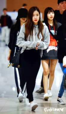 Blackpink-Rose-Airport-Fashion-Incheon-5-april-2018-from-Thailand-7