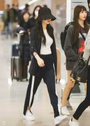 blackpink-jennie-airport-photo-2