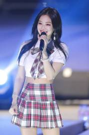 blackpink-jennie-university-festival-2018-photo-3