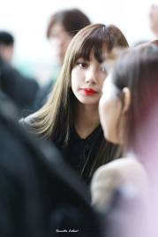 Blackpink-Lisa-Airport-Fashion-20-April-2018-HQ-13