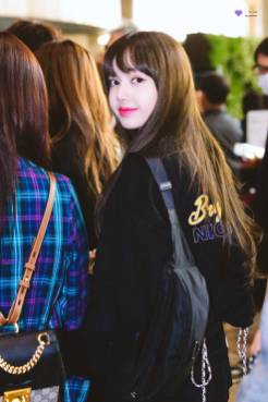 Blackpink-Lisa-Airport-Fashion-20-April-2018-HQ-8