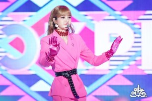 BLACKPINK Lisa MBC Music Core 23 June 2018 photo HQ 2