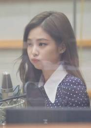 BLACKPINK-Jennie-KBS-Cool-FM-Volume-Up-Photo-50