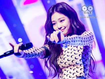 BLACKPINK-Jennie-SBS-Inkigayo-24-June-2018-PD-Note