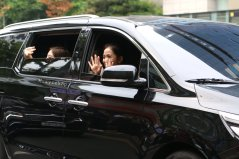BLACKPINK Jisoo Car Photos Leaving Inkigayo 17 June 2018 photo 12