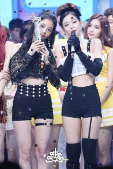 BLACKPINK Jennie Jisoo MBC Music Core 14 July 2018 PD Note Photo