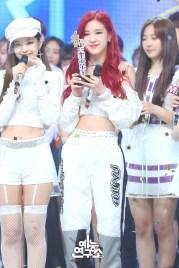 BLACKPINK Jennie Rose MBC Music Core white outfit 30 June 2018 photo