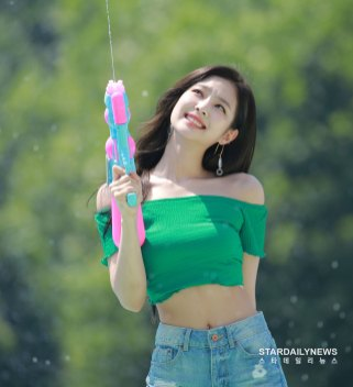 BLACKPINK-Jennie-Sprite-Waterbomb-Festival-Seoul-14