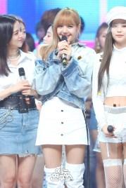 BLACKPINK Jisoo Jennie Lisa MBC Music Core white outfit 30 June 2018 photo 2