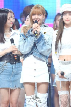 BLACKPINK Jisoo Jennie Lisa MBC Music Core white outfit 30 June 2018 photo 2