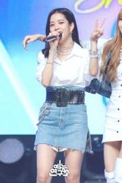 BLACKPINK Jisoo MBC Music Core white outfit 30 June 2018 photo 4
