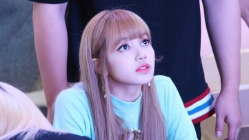 BLACKPINK Lisa Fansign event Yeouido July 8, 2018 IFC Atrium 3