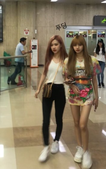 BLACKPINK Lisa Rose Airport Photo 26 July 2018 Gimpo 12