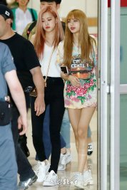 BLACKPINK Lisa Rose Airport Photo 26 July 2018 Gimpo 2