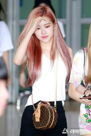 BLACKPINK Rose Airport Photo 26 July 2018 Gimpo 24