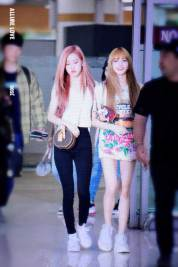 BLACKPINK-Rose-Airport-Photo-26-July-2018-Gimpo