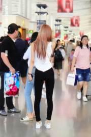 BLACKPINK-Rose-Airport-Photo-26-July-2018-Kansai-Osaka-3