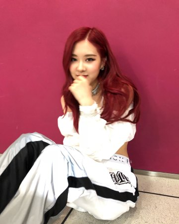 BLACKPINK-Rose-Instagram-Photo-Roses-Are-Rosie-white-outfit-5