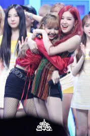 BLACKPINK Rose Lisa MBC Music Core 14 July 2018 PD Note Photo