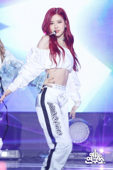 BLACKPINK Rose MBC Music Core white outfit 30 June 2018 photo