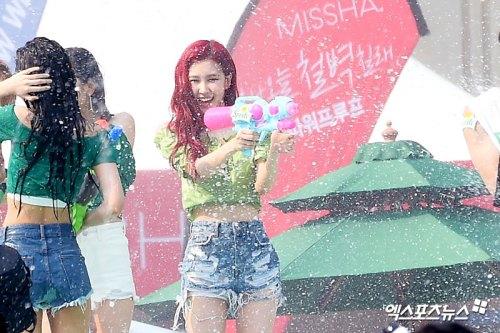 BLACKPINK-Rose-Sprite-Waterbomb-Festival-Seoul-20