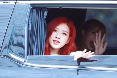 BLACKPINK-Rose-leaving-Inkigayo-15-July-2018-Car-photos-6