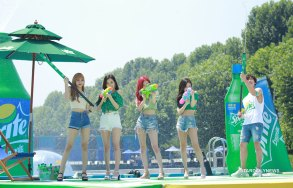 BLACKPINK-SPRITE-ISLAND-WATERBOMB-FESTIVAL-SEOUL-21-July-2018-photo-12