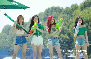 BLACKPINK-SPRITE-ISLAND-WATERBOMB-FESTIVAL-SEOUL-21-July-2018-photo-13