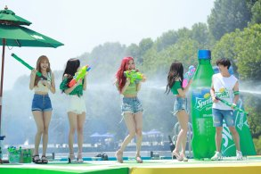 BLACKPINK-SPRITE-ISLAND-WATERBOMB-FESTIVAL-SEOUL-21-July-2018-photo-14