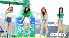 BLACKPINK-SPRITE-ISLAND-WATERBOMB-FESTIVAL-SEOUL-21-July-2018-photo-18