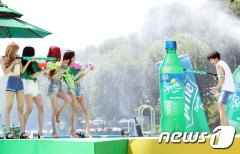 BLACKPINK-SPRITE-ISLAND-WATERBOMB-FESTIVAL-SEOUL-21-July-2018-photo-7
