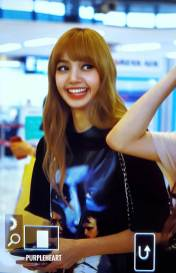 BLACKPINK-UPDATE-Lisa-Airport-Photo-Fashion-22-July-2018-japan-arena-tour-12