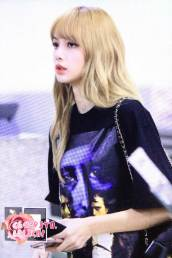 BLACKPINK-UPDATE-Lisa-Airport-Photo-Fashion-22-July-2018-japan-arena-tour
