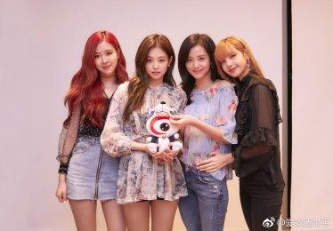 BLACKPINK-photo-Weibo-Live-Broadcast