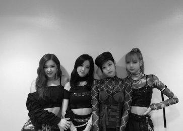 Blackpink intagram photo win triple crown sbs inkigayo 2
