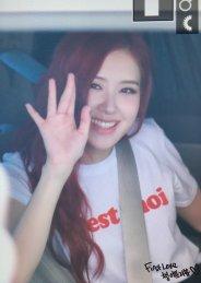 blackpink rose car photos leaving sbs inkigayo july 8, 2018 white tshirt 3
