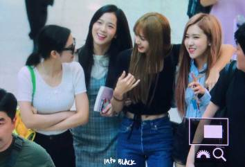BLACKPINK-Incheon-Airport-15-August-2018-photo-3