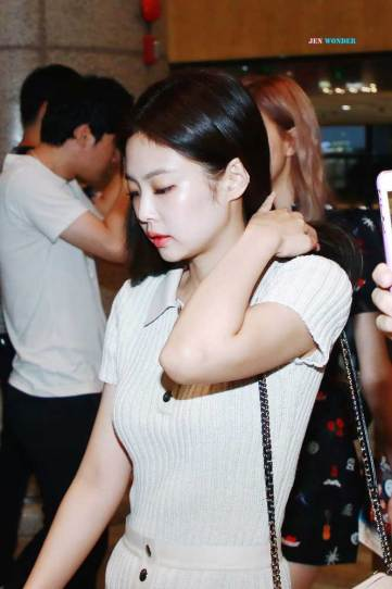 BLACKPINK-Jennie-Airport-Photo-23-August-2018-Gimpo-25