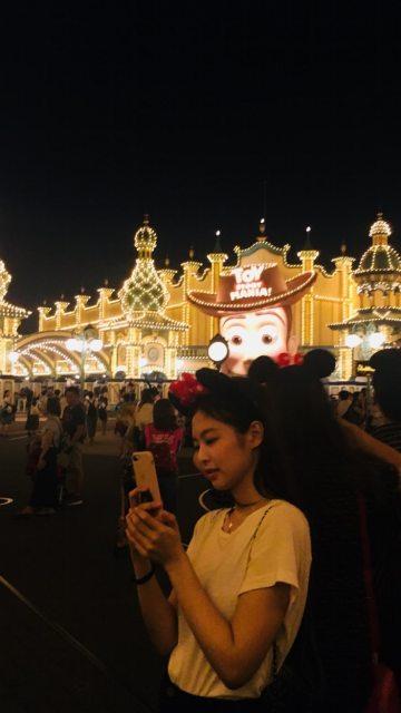 BLACKPINK Jennie Instagram Story 30 August 2018 Disney Tokyo 6