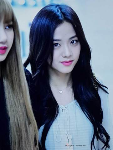 BLACKPINK-Jisoo-Airport-Photo-23-August-2018-Gimpo-10