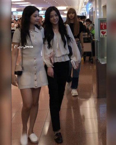 BLACKPINK-Jisoo-Jennie-Jensoo-Airport-Photo-23-August-2018-Haneda-9