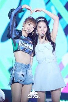 BLACKPINK-Jisoo-Lisa-mbc-music-core-4-august-2018-good-bye-stage